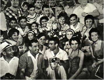 Участвуя в международной программе Советского цирка, Цргак сфотографировался с советскими космонавтами
