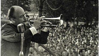Соло на трубе исполняет Эдди Рознер