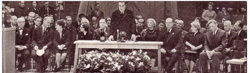 Юбилей Владимира и Анатолия Дуровых.10 марта 1964 года, сразу какую-то особенно торжественно приподнятую атмосферу, заполнившую и фойе и зрительный зал.