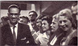 Президент Кубинской республики Освальдо Дортикос среди  наших артистов