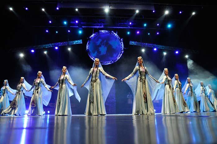 Легендарное этно-шоу «ЭРИСИОНИ» вновь приезжает в Москву