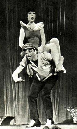 В. Дорохова и В. Бирюков в танцевальной сценке «На карнавале»