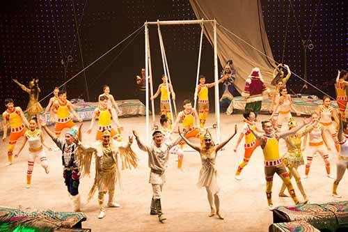 Бриллиантовый цирк принимает поздравления
