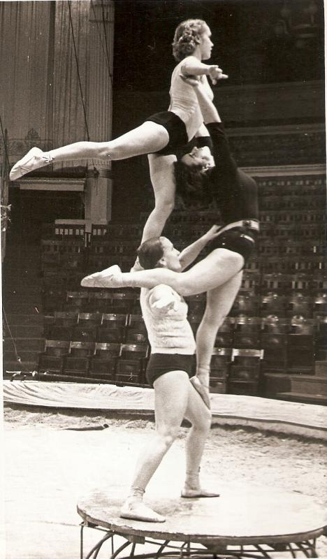 foto-gimnastok-ruminiya-golih