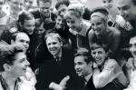 Олег Попов и выпускники 1965-веб.jpg