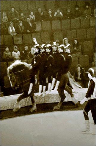 Фрагмент выступления жокеев под руководством В.С.Теплова. Иваново, 1986 год. Кроме номеров коллектива, в программе принимал участие силовой жонглер