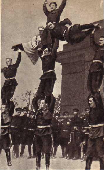Средние: А. Чичирюкин, В. Пыхов, Ю. Александров-Серж.
