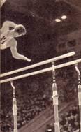 Ю. Титов красиво делает соскок летом через турник2