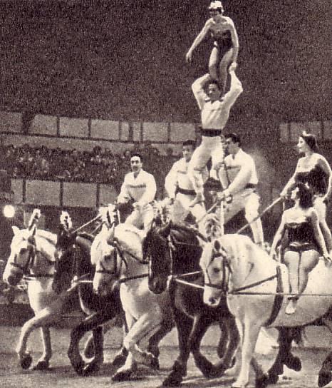 Труппа  Кароли  в парижском Зимнем цирке