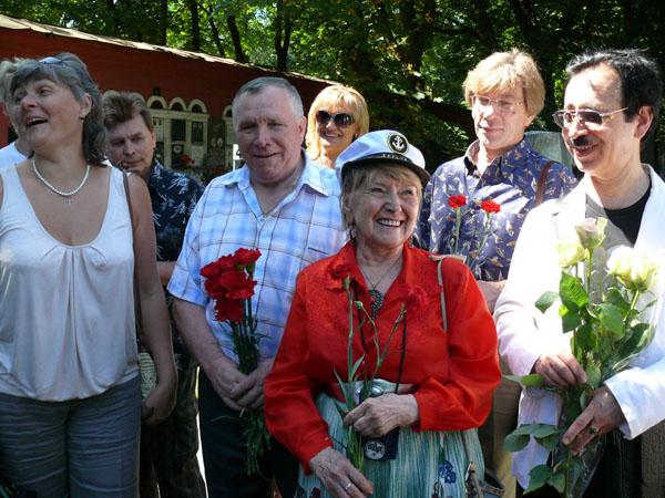 Обновленный памятник эксцентрику Эйжену появился на Новодевичьем кладбище