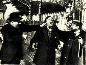 Жакомино (в центре) и А. Куприн (с ружьем) в фильме «Жакомино жестоко наказан»