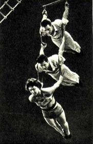 Воздушные гимнасты: слесарь А. Горяинов, студент горного института Г. Рубановский, слесарь В. Бабий, г. Запорожье