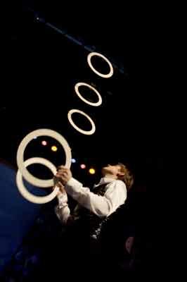Павел Евсюкевич, жонглёр, Over darkness (Над темнотой), кольца
