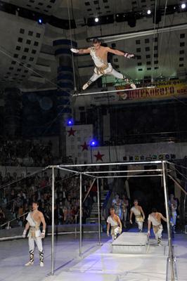 Эдуард Колыхалов о номере «Гимнасты на турниках»