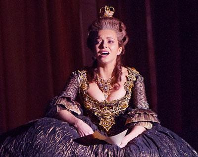 В мюзикле «Граф Орлов» Екатерина Гусева предстала в образе императрицы Екатерины Великой