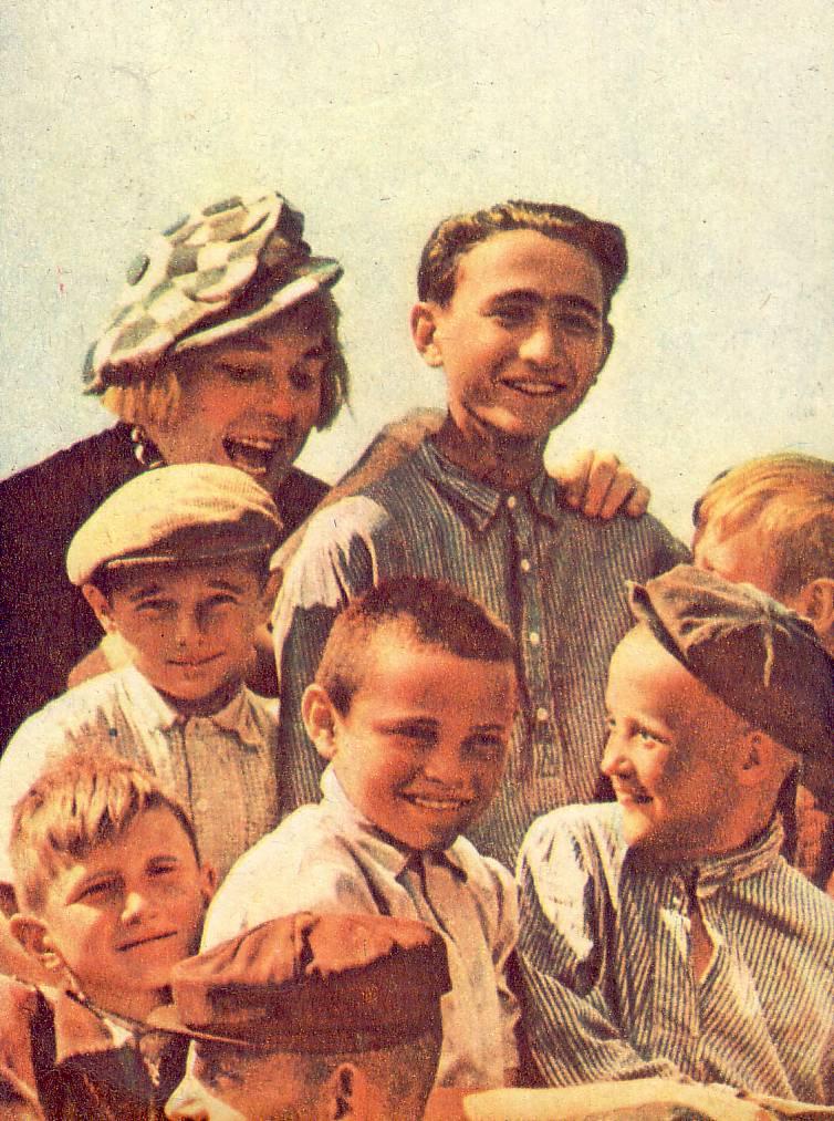 Олег Попов среди юных зрителей