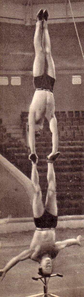 Участники номера Акробаты-прыгуны с подкидными досками