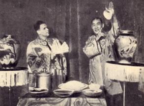 Фокусы с  пиалами  демонстрирует  Ван  Ю-ли