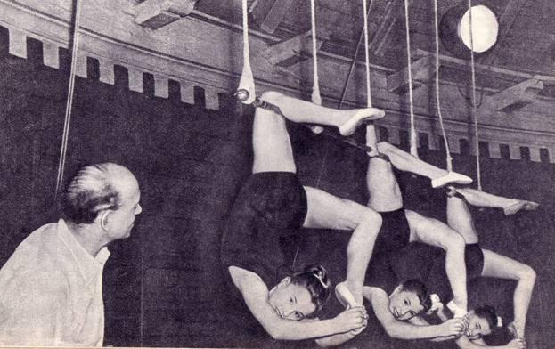 На занятиях в   Училище   циркового  искусства.   Урок проводит преподаватель Г. Аркатов
