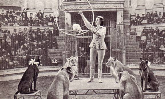 Тамара Буслаева и аттракцион «Львы на лошадах»