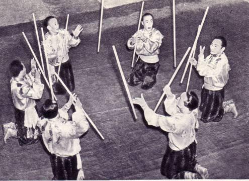 Группа жонглеров под руководством заслуженного артиста РСФСР В. Оскал-Оол