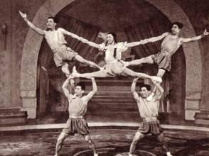 Акробаты с обручем – Ся Шао-хэн, Тан Чжи-цин, Чжен Вэн-цин