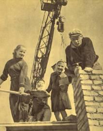 Студенты ГУЦИ помогают каменщику
