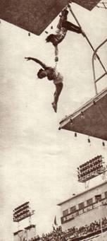 воздушные гимнасты Е. Майорову и Ю, Ефремова,  Бамбук подвешенный над водой к вышке для прыжков