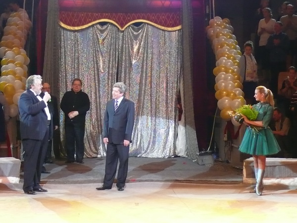 Kalmykov presented N. Durova with a prize at the circus festival in Izhevsk