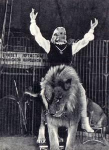 укротительница львов заслуженная артистка Народной Республики Румынии Дина Михалчя