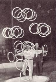 Алфонс Виркаус «обкатывает» свою рекордную комбинацию одновременного вращения тридцати колец.