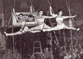 Гимнастки на кольцах В центре Роза Ратцева, слева Эльвира Корчагина, справа Лаура Боровикова.