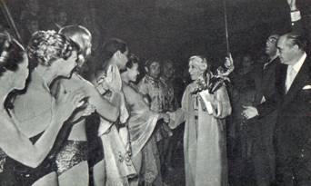 В Брюсселе артистов советского цирка приветствовала королева Бельгии Елизавета