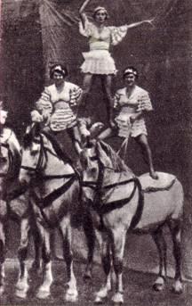 Конный номер па-де-труа в исполнении Е. Лебединской, З. Лисневской, В. Борисовой (ГУЦИ, выпуск 1933 г.)