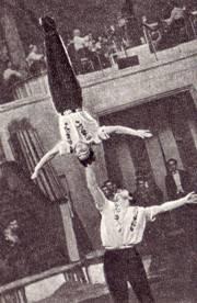 Молодые мастера-акробаты Виктор Краморенко и Юрий Волков