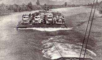 К г. Барнаулу пришлось переправляться через приток Оби паромом