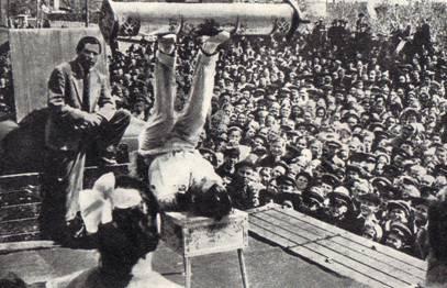перед жителями г.Кунгура выступает антиподист А. Устинов.