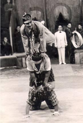 Фото:  вверху  Шарикбаев Фахритдин Заслуженный артист Уз ССР.
