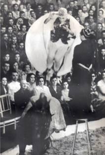 "Зарипова Халида Каримовна. Номер ""Гротеск-наездница"" Заслуженная артистка Уз ССР."