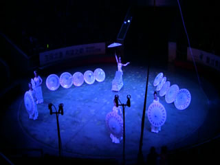 ������� ����� Dalian Acrobatic Troupe - Foot Juggler (China) 9-� ������������� ��������� ��������������� ��������� ����� (�����)