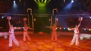 Tianjin acrobftic troupe. Жонглеры с вазами. Китай