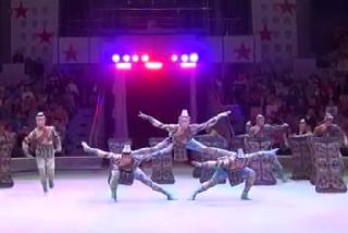����������� �������������� ������ ������, �����/ Tianjin acrobatic troupe �Hats�, China. �������/reprise